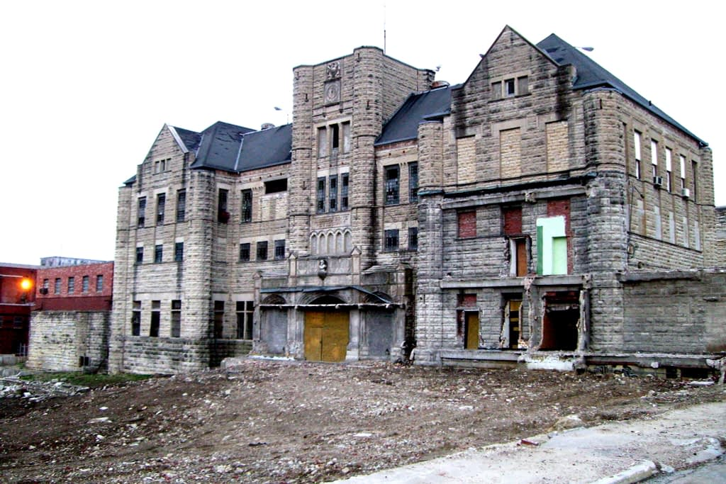 Old abandoned tan building, falling apart