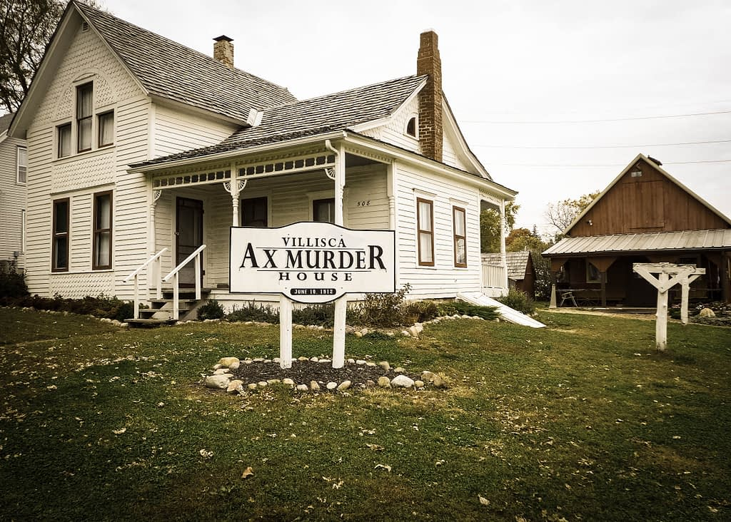 White house with Villisca Ax Murder House sign in the front